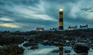 Обои Ирландия Маяки Вечер Камни St Johns Lighthouse
