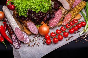 Картинки Мясные продукты Колбаса Томаты Овощи Лук репчатый Пряности Еда