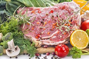 Фотографии Мясные продукты Специи Грибы Укроп Помидоры Лимоны Свинина Продукты питания