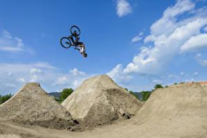 Фотографии Мужчины Велосипед Прыжок