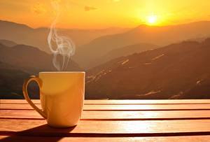 Обои Горы Рассветы и закаты Кружка Пар Солнце Природа