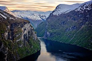 Картинки Норвегия Речка Скала Снег Залив Geirangerfjorden