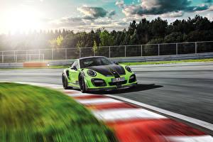 Картинка Порше Стайлинг Желто зеленый Скорость 2016TechArt 911 Turbo GT Street R Автомобили
