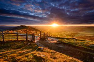 Фото Пейзаж Рассветы и закаты Поля Небо Холмы Ограда Облака Природа