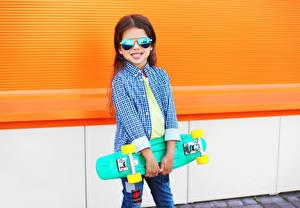 Фото Роликовая доска Девочки Очки Улыбка Рубашка Дети