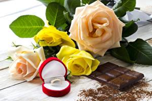 Картинки Натюрморт Розы Шоколад Кольцо Цветы