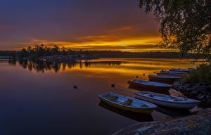 Картинки Швеция Озеро Рассветы и закаты Причалы Лодки Природа