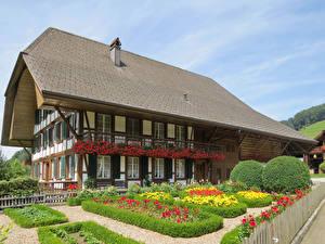 Фото Швейцария Здания Ландшафтный дизайн Кусты Lutzelfluh Города