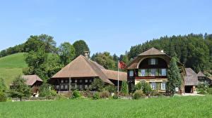 Картинка Швейцария Здания Деревянный Трава Lutzelfluh Города