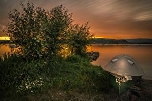 Картинка Швейцария Озеро Рассветы и закаты Лодки Кусты Трава Lake Murten