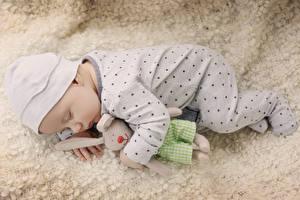 Обои Игрушка Младенец Спит ребёнок