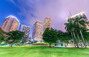 Фото Штаты Здания Небоскребы Флорида Майами Деревья Уличные фонари Города