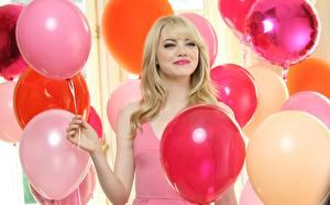 Обои для рабочего стола Emma Stone Воздушный шарик Улыбка Блондинок Знаменитости Девушки