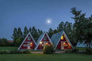 Обои Германия Дома Дизайн Ночь Луна Уличные фонари Города картинки