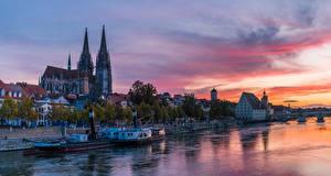 Обои Германия Дома Реки Пирсы Речные суда Вечер Regensburg Города