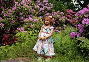 Фотографии Германия Парки Кукла Девочки Платье Кусты Grugapark Essen Природа