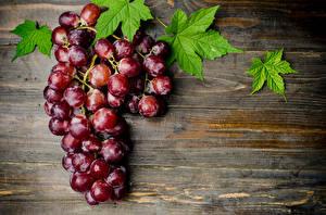 Картинки Виноград Крупным планом Доски Листья Пища