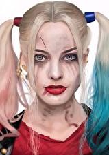 Картинка Харли Квинн герой Отряд самоубийц 2016 Марго Робби Блондинка Головы Взгляд кино Девушки Знаменитости