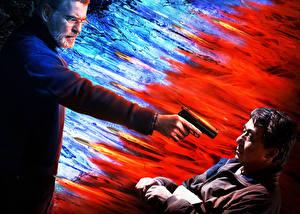 Фотографии Джеки Чан Мужчины Пистолеты Пирс Броснан Иностранец 2017 2 Кино Знаменитости