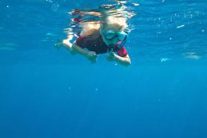 Фотография Девочка Плавательный бассейн Очков Плывут ребёнок