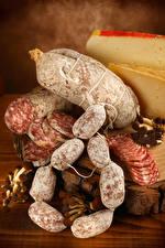 Картинки Мясные продукты Колбаса Сыры Еда