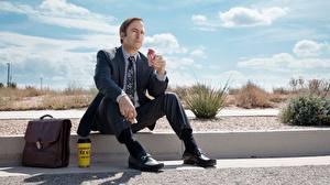 Фотографии Мужчины Сумка Сидящие Костюм Better Call Saul, Jimmy McGill Кино Знаменитости