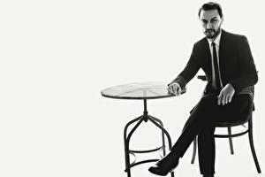 Картинка Мужчины Костюм Сидит Стол Черно белое Серый фон James McAvoy, L'Uomo Vogue 2016 Tom Munro Знаменитости
