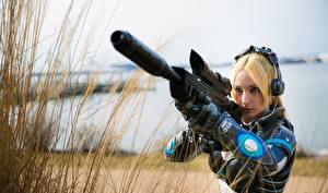 Картинка Винтовки StarCraft 2 Блондинка Косплей Nova Девушки Фэнтези