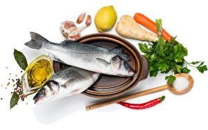 Картинки Морепродукты Рыба Овощи Чеснок Лимоны Белый фон