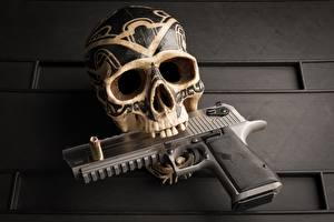 Фотографии Черепа Пистолеты