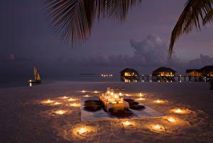 Фото Сервировка Свечи Берег Вечер Пляж Supper Природа