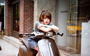 Фотографии Азиаты Скутер Шатенка Красивые Девушки