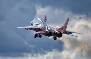 Обои Самолеты Истребители Взлет Русские МиГ-29 Летящий Авиация