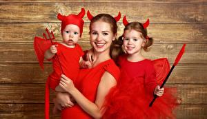 Обои Праздники Хеллоуин Демоны Униформа Девочки Трезубец Девушки Дети