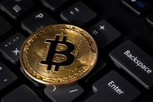 Фотография Клавиатура Монеты Крупным планом Bitcoin
