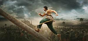 Фото Мужчины Бахубали: Рождение легенды Бег Бревна Prabhas, Telugu, Tamil Кино