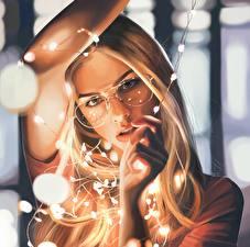 Картинки Рисованные Блондинка Очки Взгляд Девушки