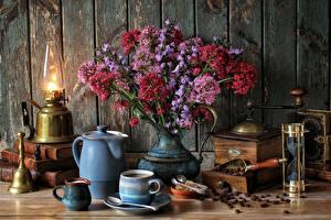 Фотографии Натюрморт Керосиновая лампа Кофе Букеты Доски Чашка Centranthus Еда
