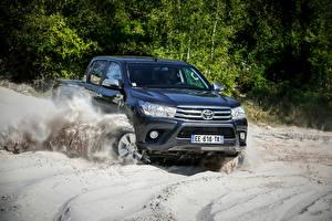 Фотографии Toyota Синие Металлик Скорость 2015-16 Hilux 4x4 Double Cab Автомобили