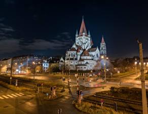 Картинка Австрия Вена Здания Железные дороги Ночные Улица Уличные фонари