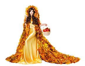 Картинка Осенние Яблоки Белым фоном Шатенки Платья Дизайн Листья Корзинка молодые женщины