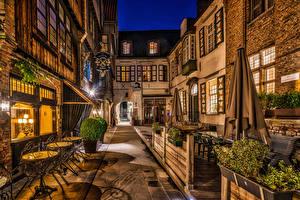 Фотография Бельгия Здания Брюгге Улица Ночь Уличные фонари Стол Города