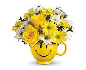Обои Букеты Розы Хризантемы Смайлики Белый фон Ваза Цветы