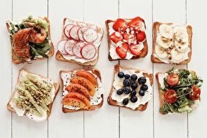 Картинки Бутерброды Рыба Овощи Клубника Черника Хлеб Доски