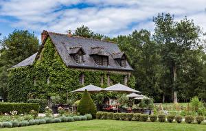 Картинки Франция Здания Ландшафтный дизайн Кусты Зонт Azay-le-Rideau