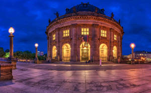 Картинки Германия Берлин Здания Вечер Музей Уличные фонари Bode-Museum город