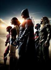 Обои Лига справедливости 2017 Чудо-женщина герой Галь Гадот Флэш герои Бэтмен герой Jason Momoa (Aquaman), Ray Fisher (Cyborg) Кино Девушки