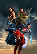 Картинки Лига справедливости 2017 Чудо-женщина герой Галь Гадот Флэш герои Бэтмен герой Jason Momoa (Aquaman), Ray Fisher (Cyborg) Кино Девушки