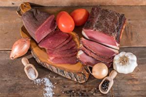 Обои Мясные продукты Ветчина Лук репчатый Чеснок Помидоры Соль
