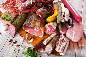 Обои Мясные продукты Ветчина Колбаса Сосиска Доски Еда